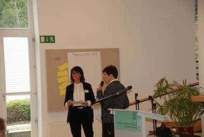 Die Moderatorinnen S. Mielke (l) und I. Wolf